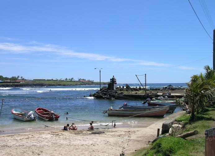petit port des pêcheurs et sa petite plage