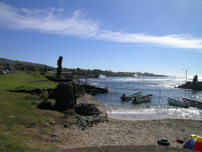 petit port des pêcheurs Hanga Roa