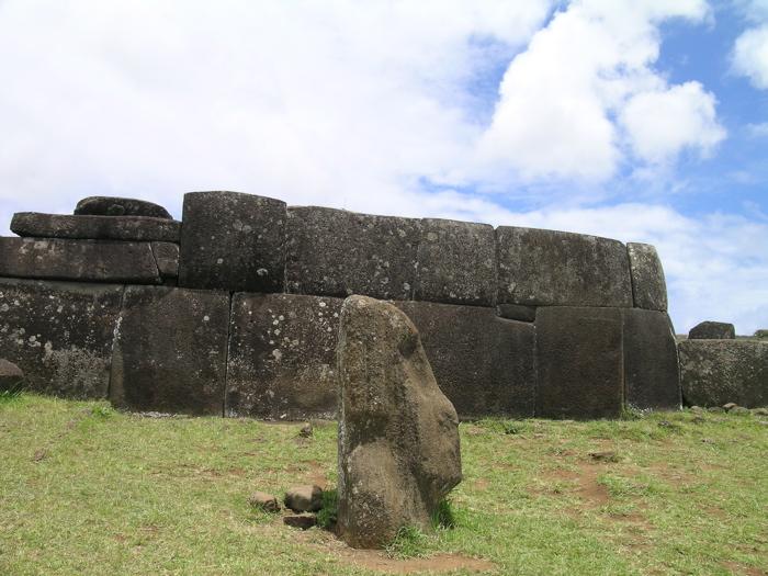 ahu et tête de moai au Vinapu