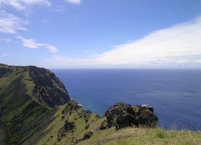 vue sur l'océan depuis le cratère du Rano Kau