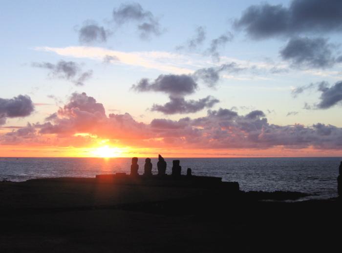 le soleil continue à descendre dans l'océan