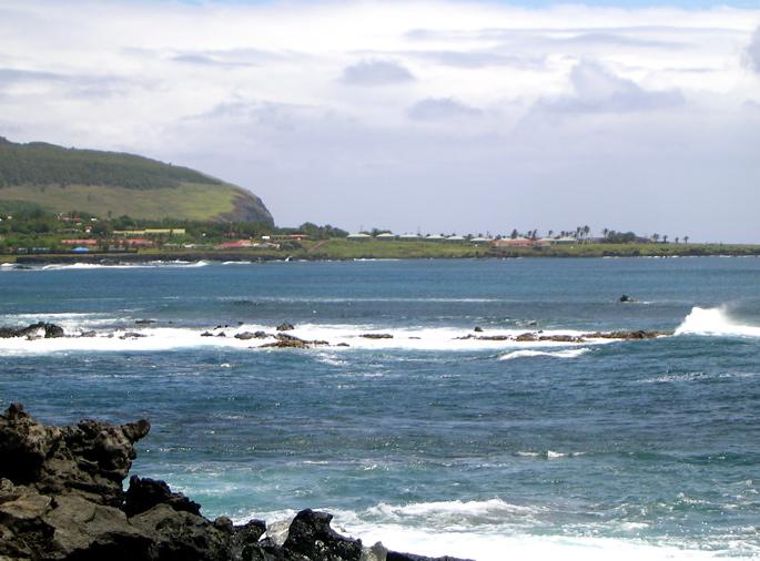 Hanga Roa, bord de côte du petit port