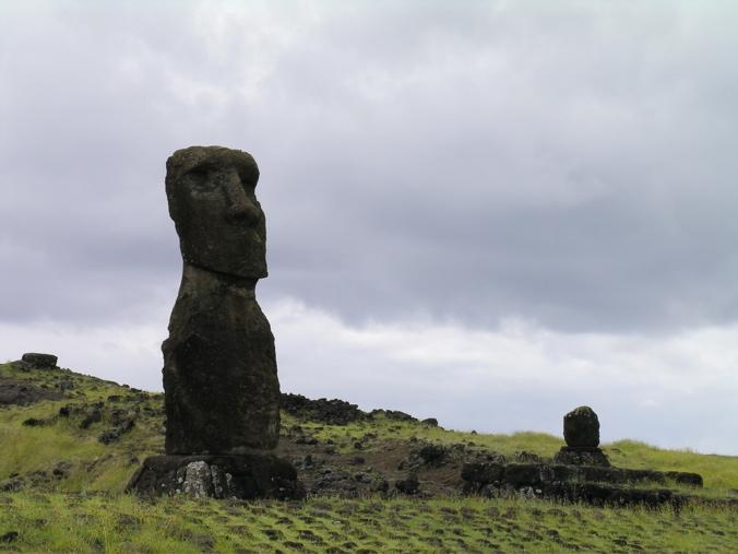moai a Kapu sur l'ahu Hanga Ki Oe