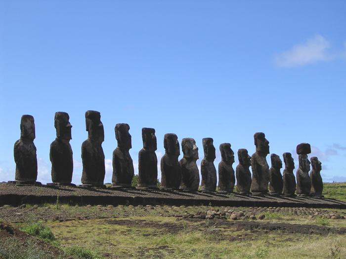 les  15 moai de l'ahu Tongariki
