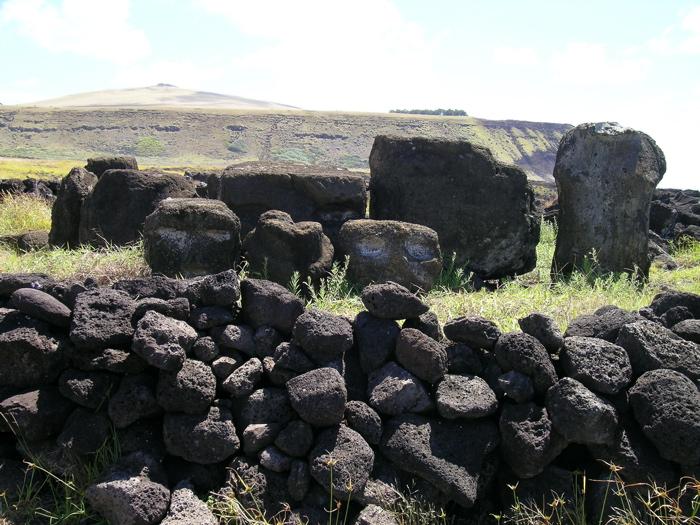 restes de moai anciens