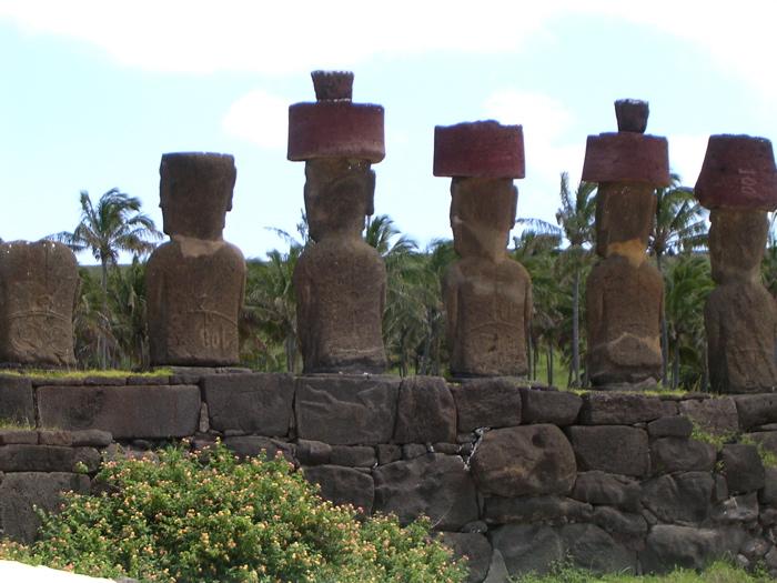 pétroglyphe, tatouages sur moai de l'ahu Nau Nau