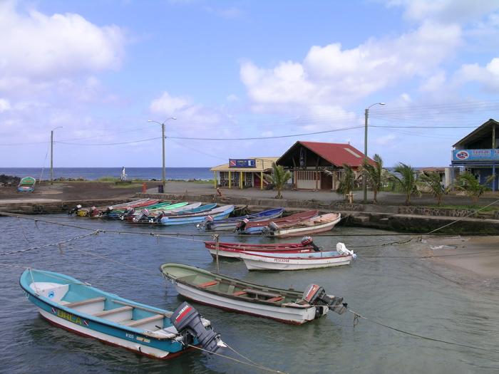 Hanga Roa : petit port des pêcheurs, centres de plongée