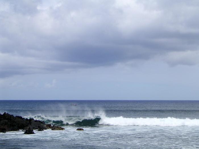 au loin, le bateau des plongeurs baptême est de retour
