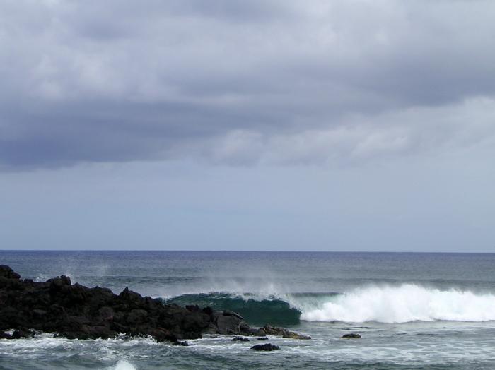 Hanga Roa, le bord de côte du petit port des pêcheurs