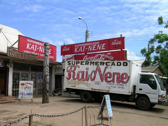 supermarché et son camion de livraison