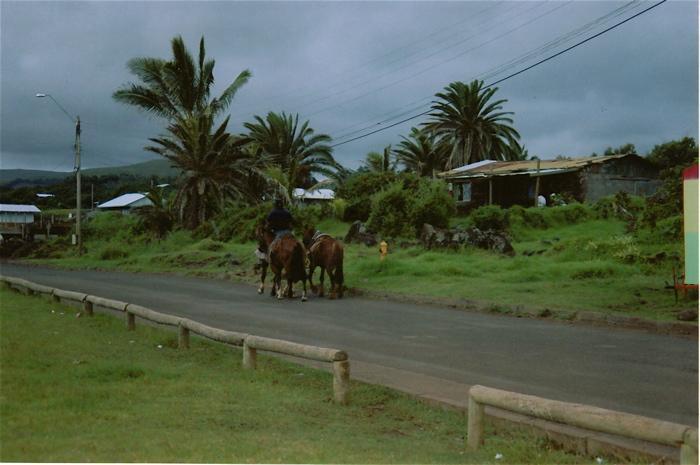 route du village Hanga Roa