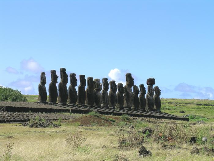 côte sud de Rapa Nui : ahu Tongariki