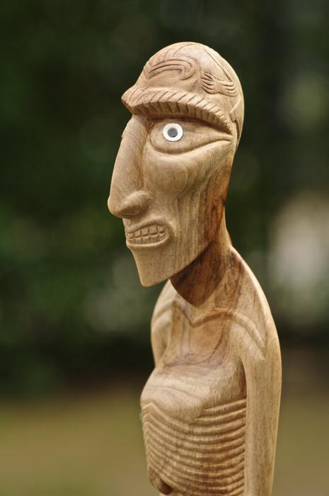 détails sur la statuette kavakava