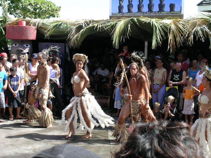 danseurs et danseuses de l'Île de Pâques